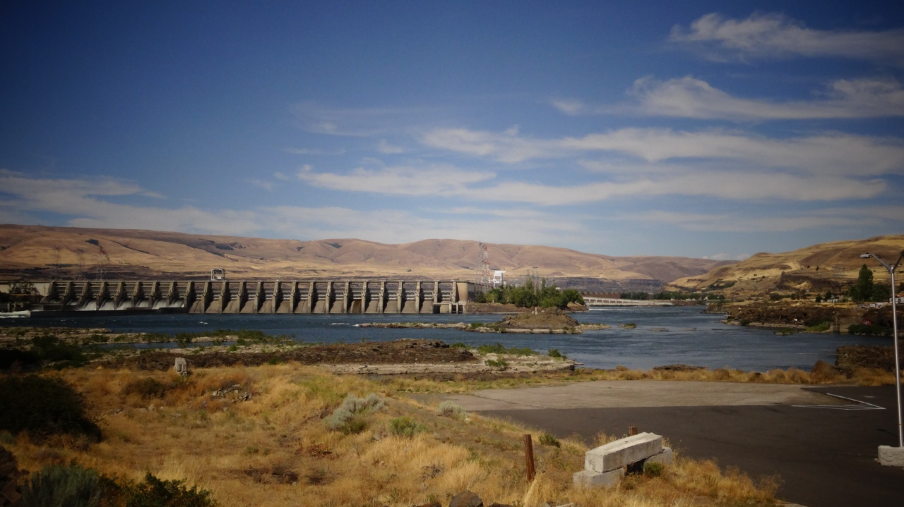 The Dalles Dam in Columbia River (4th Largest River in USA by Volume) Height 260 feet (79 m) Length 	8,875 feet (2,705 m)