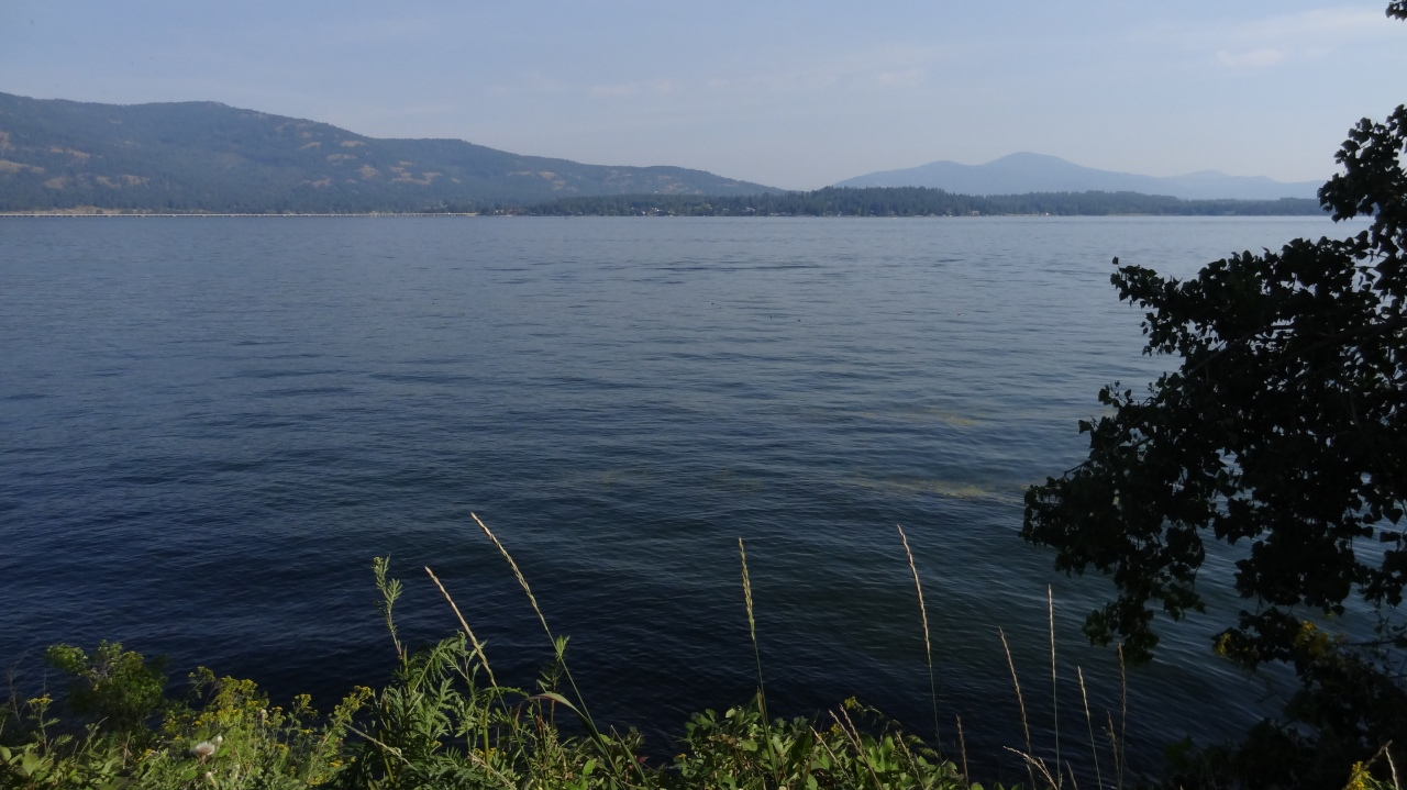 To Paddle on Lake Pend Oreille (Sandpoint, Idaho)...