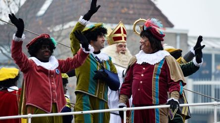 Sooted and black Petes surround Sinterklaas in 2017.