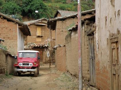 Corongo back streets